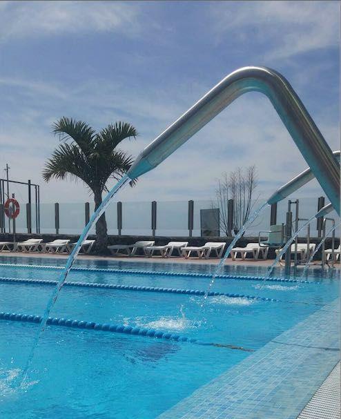 Abren al p blico la piscina municipal con horario for Piscina xirivella horario 2017