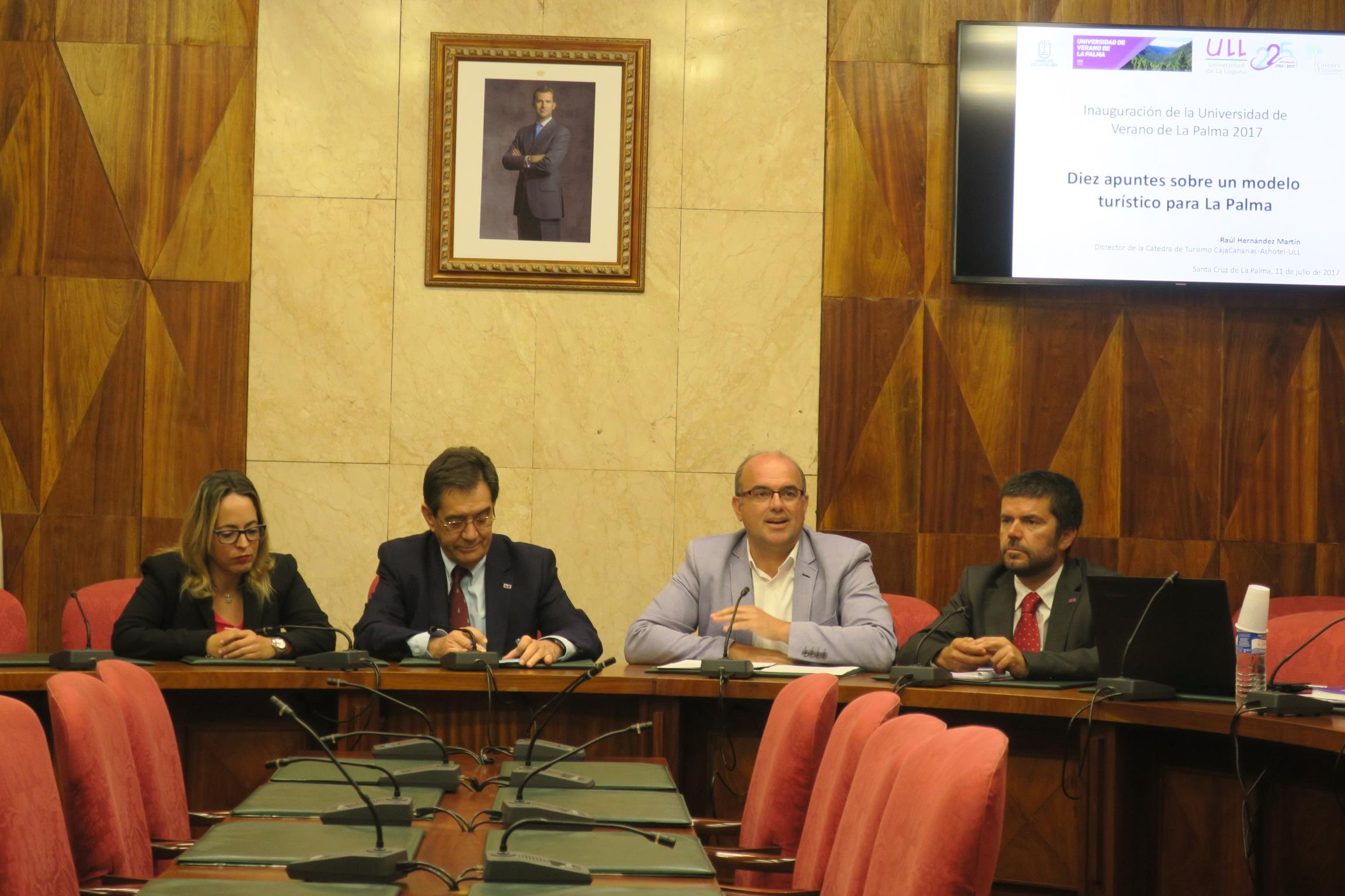 Un momento del acto de apertura de los cursos de la Universidad de Verano.