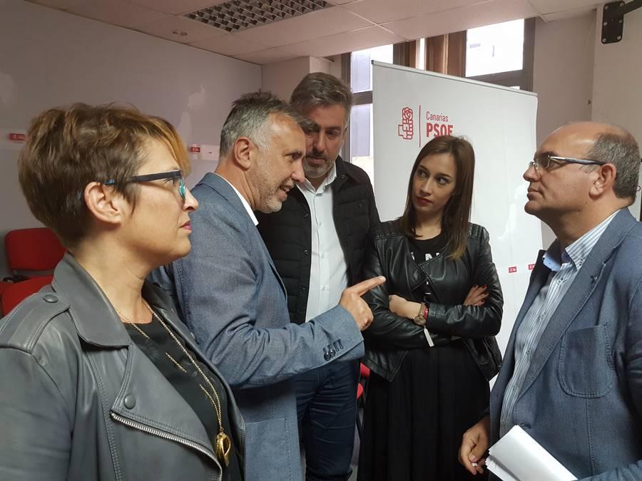 El PSOE de Canarias insta a la CEOE a no entrar en política
