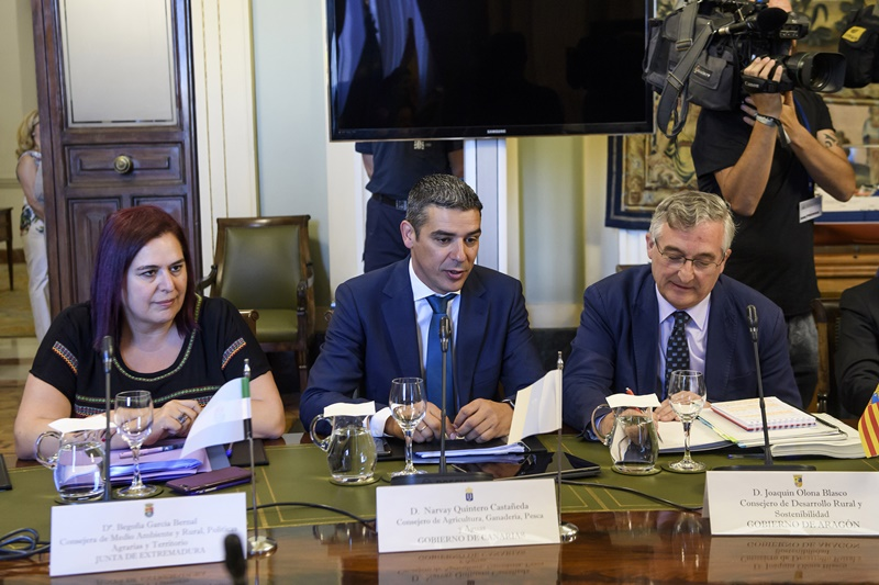Resultado de imagen de Narvay Quintero y Luis Planas acuerdan la materialización de los 15 millones del POSEI adicional para 4.800 productores de las Islas