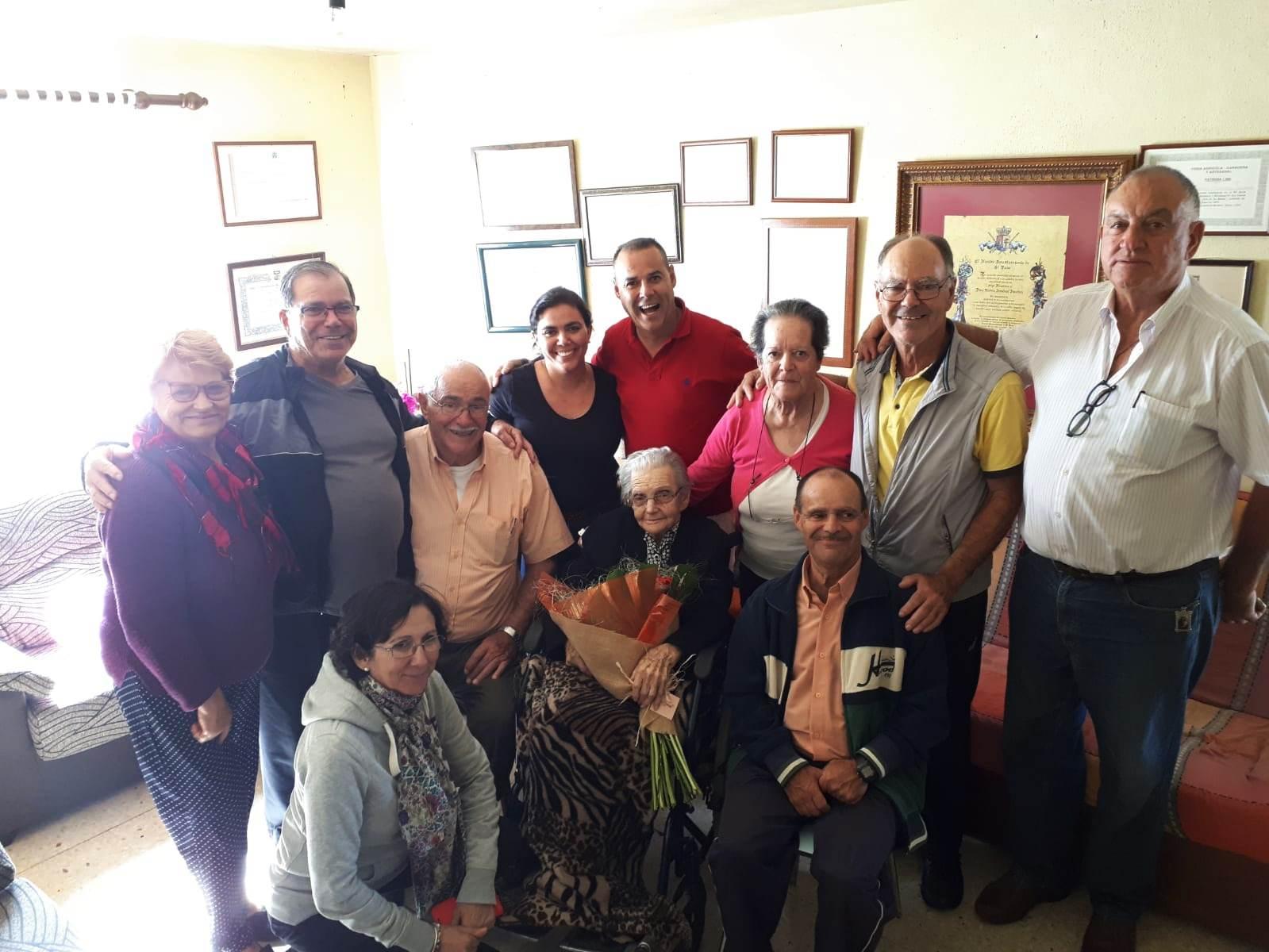 Nieves Jiménez con su familia.