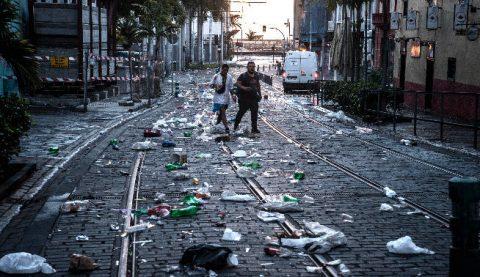 basura-acumulada-carnaval-calle-23_g ankor ramos