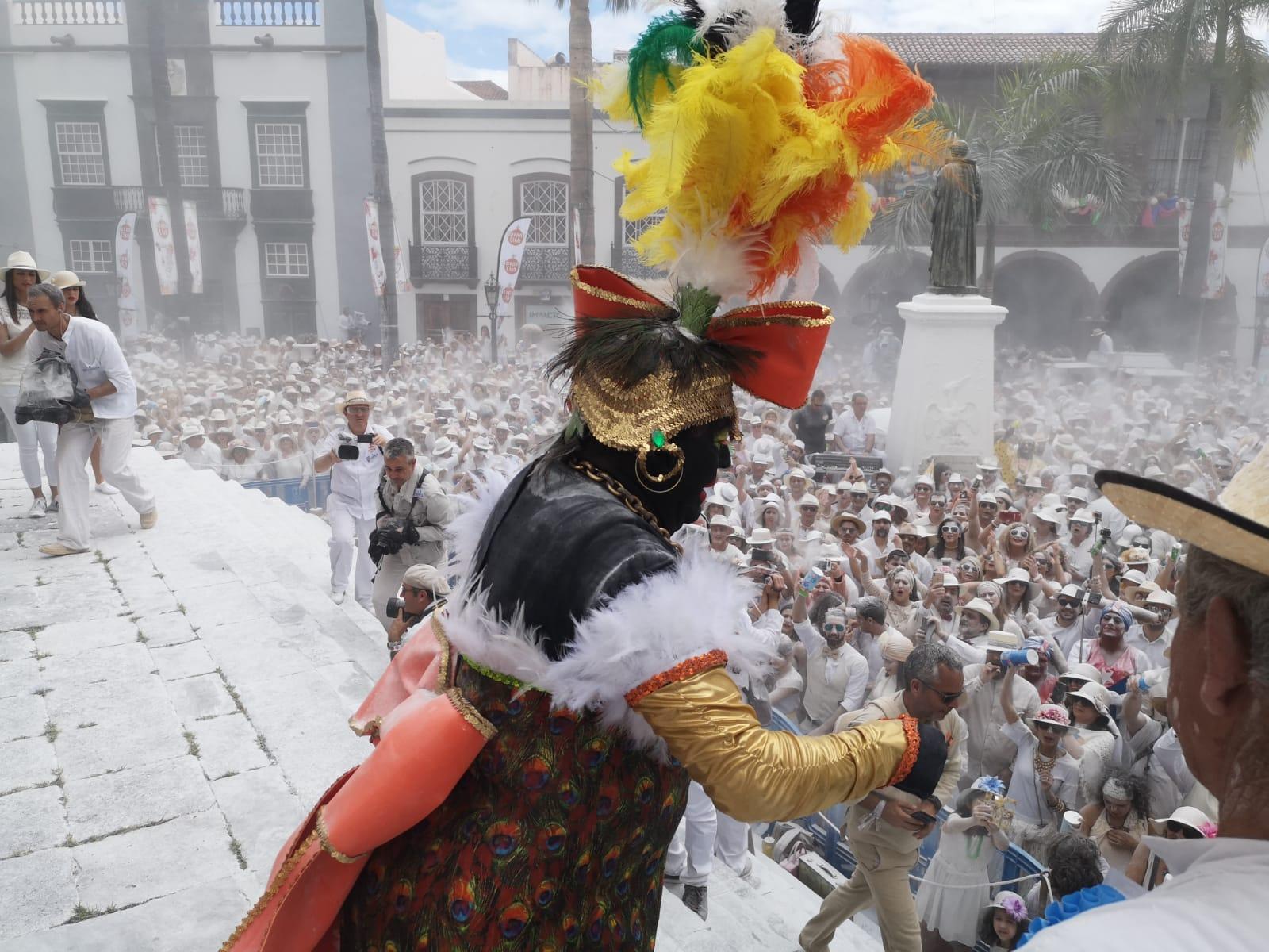 Foto de José Ayut de la Negra Tomasa en la plaza de España.