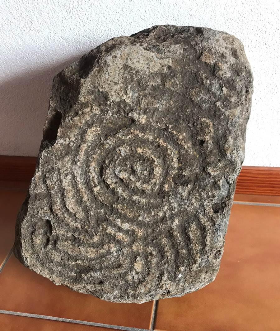 Grabado descubierto junto al Camino de La Pata (Los Barros) (Donado por Familia Braulio Martín Hernández)