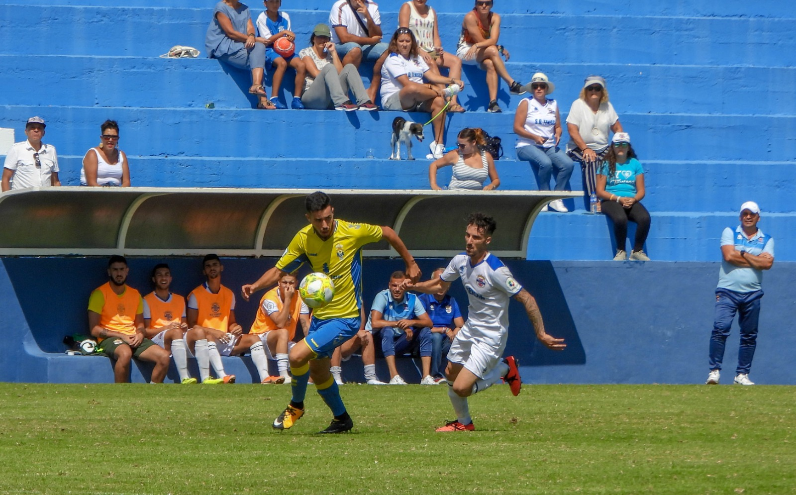 Foto de José Ayuta de la victoria en casa del Tenisca.