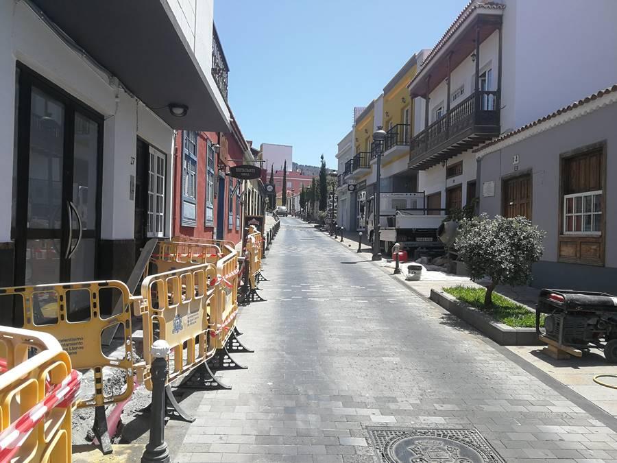 Los Llanos de Aridane deja fuera de servicio más de 1 kilómetro de tubería de fibrocemento de la red municipal de agua - elapuron.com