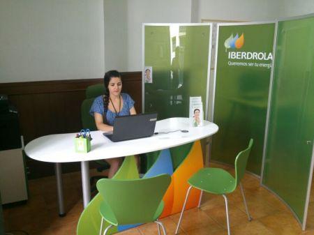 Iberdrola abre un nuevo punto de atenci n al cliente en la for Oficina de iberdrola en barcelona