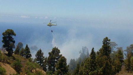 Resultado de imagen de Controlado un pequeño incendio en una zona de pastos de Santa Cruz de La Palma